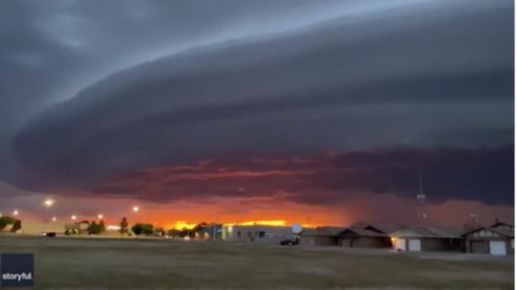 """VIDEO: Formación de nubes tipo """"nave nodriza"""" sobre ciudad de Clovis, Nuevo Mexico"""